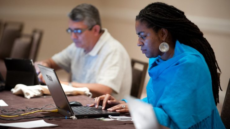 Students-w-laptop